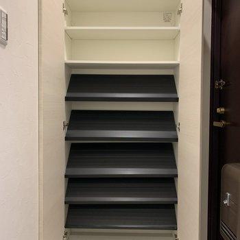 ファミリーのための大容量の玄関収納!