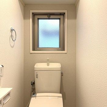 トイレの壁紙はビニールクロスなので、水拭きできますよ!