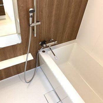 シャワーも使いやすそうですし、浴槽も深いので◎