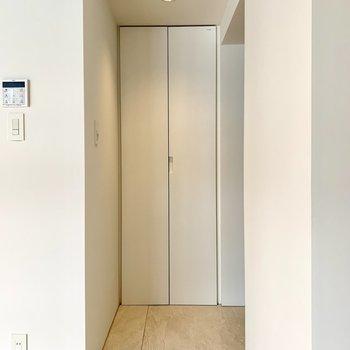 【下階】玄関は段差がありませんよ