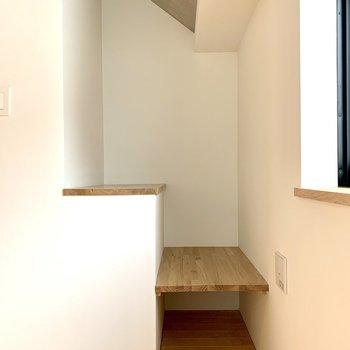 【上階】ちょっとした棚があります