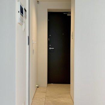 【下階】玄関は段差がありません
