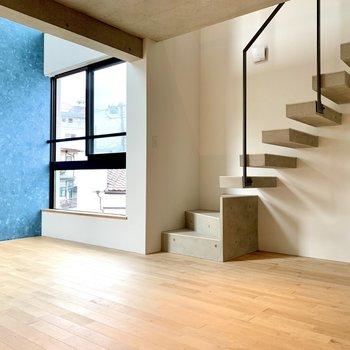 【下階】ソファを置いても広さに余裕があります