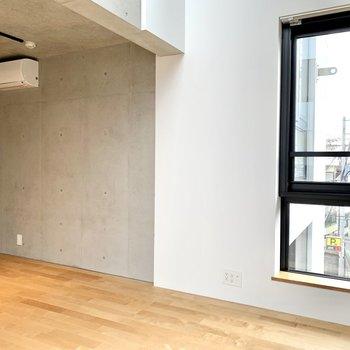 【下階】一部コンクリート打ちっぱなしなのがかっこいい