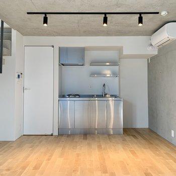 【下階】キッチン隣に冷蔵庫が置けますね