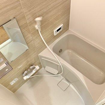 浴室はコンパクト!シンプル!追い焚き付きです◯
