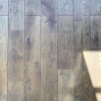 【ディテール】オーク材の床。