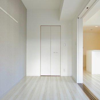あの扉の先は・・・(※写真は2階の同間取り別部屋のものです)
