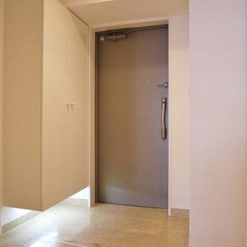 玄関もゆったり~!※写真は同タイプの別部屋