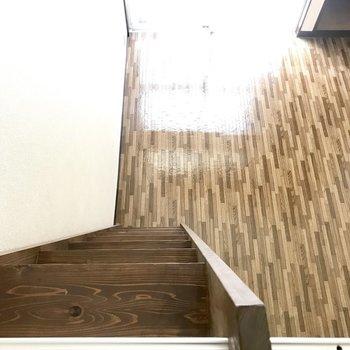 急だけど、しっかりとした階段。