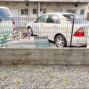 少し敷地を挟んで柵があるので安心感がありますよ。