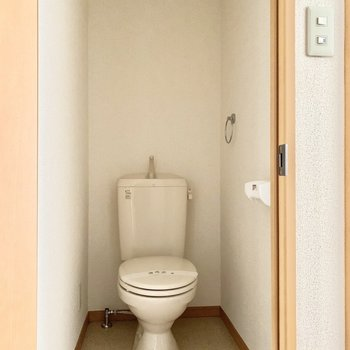 うれしい個室トイレ。※通電前の写真です