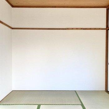 家具はあえてアイアン素材のものにすれば、モダンな印象にもなります。