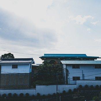 眺望はご近所さんと、広〜い青空。
