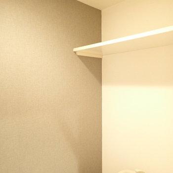 上部に棚がありました。