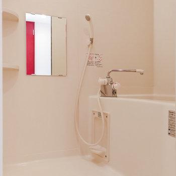 お風呂は白で統一。