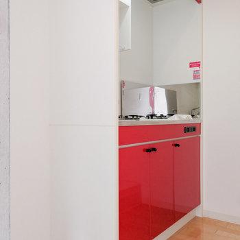 キッチンも赤!