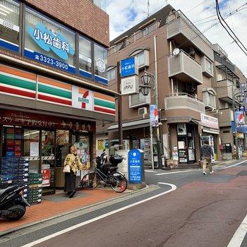 【東松原】駅を出ると目の前にはコンビニが