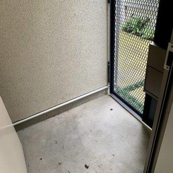 脱走防止のため、扉は二重になっていますよ