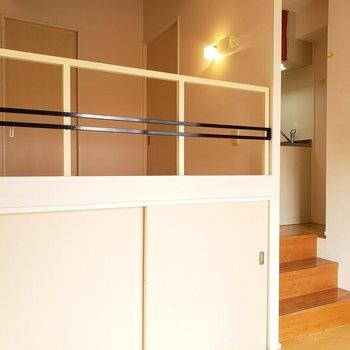 ロフトの下にも収納できます◎(※写真は3階の同間取り別部屋、清掃前のものです)