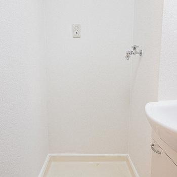 その奥には洗濯機置き場。