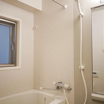 浴室は追い炊きと乾燥機付き(※写真は3階の同間取り別部屋のものです)