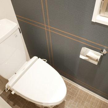 トイレも同じアクセントクロス(※写真は3階の同間取り別部屋のものです)