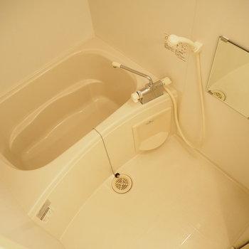 お風呂です。浴室乾燥機付き!(※写真は2階の同間取り別部屋のものです)