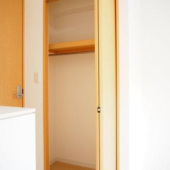 1人分にぴったりのクローゼット(※写真は2階の同間取り別部屋のものです)