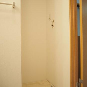 洗濯機置き場も同じ空間に(※写真は2階の同間取り別部屋のものです)