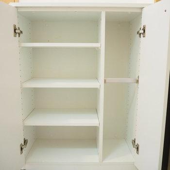 靴箱です。上には雑貨を飾りましょうね(※写真は2階の同間取り別部屋のものです)