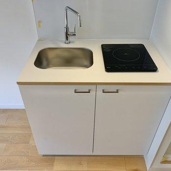 キッチンはIHなので、うまく使えば作業場にもできます!