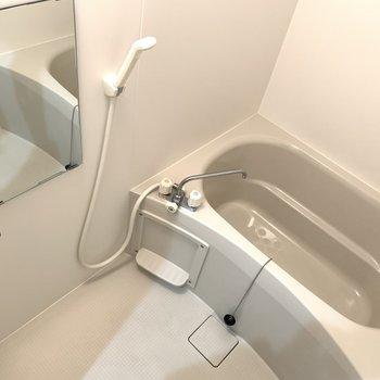 お風呂には鏡がついているので◎