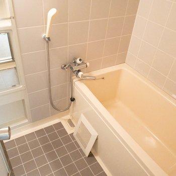 足をのばせそうな浴槽。