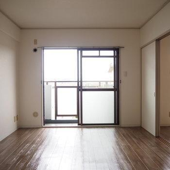 洋室1】8.5帖の洋室です。※写真は4階同間取り・別部屋のものです。