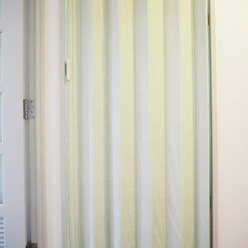 洗面所は、このように隠せます。※写真は4階同間取り・別部屋のものです。