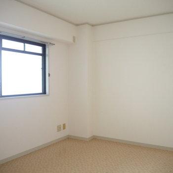 洋室2】6帖の洋室です。※写真は4階同間取り・別部屋のものです。