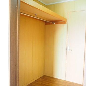 大容量のウォークインクローゼット!※写真は4階同間取り・別部屋のものです。