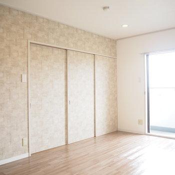 扉を閉めると、リビングと洋室を分けられます。※写真は4階同間取り・別部屋のものです。
