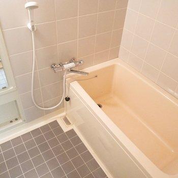 足がのばせそうな浴槽!