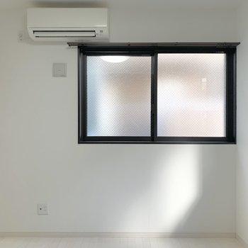 こちらが洋室、窓Ⅰ