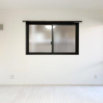 こっちにも窓が!