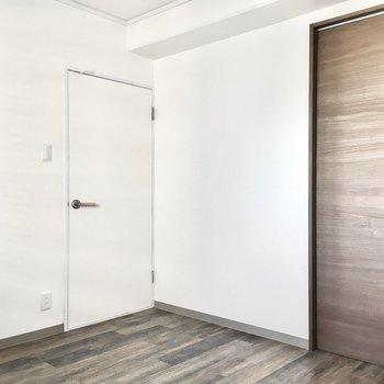 出入り口以外にもう1つドアを発見!この先は、、
