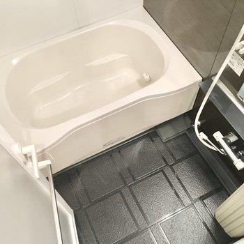 追い焚き&浴室乾燥機付き!