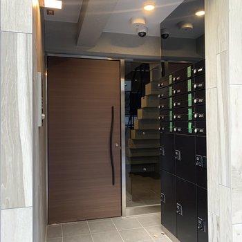 安心安全なオートロックのお部屋です。宅配ボックス完備。