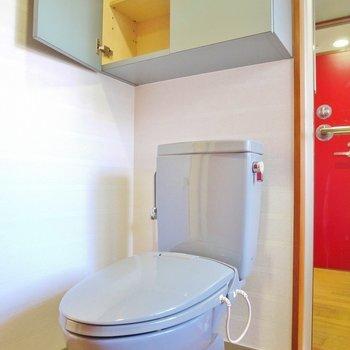 トイレの上にも物置。たすかる~。※写真は105号室のもの
