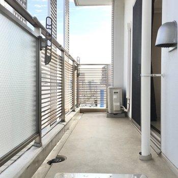 バルコニーはゆったりと〜※写真は10階同間取り・別部屋のものです。