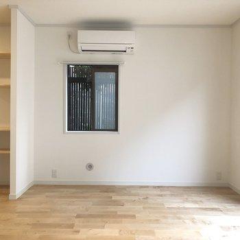 【下階11帖】窓が沢山あり換気がスムーズになっています。