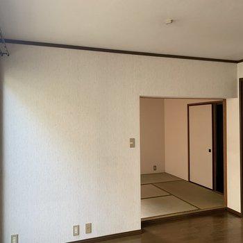【工事中】リビングはこんな様子。奥の和室が洋室になります!