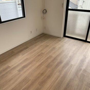 【イメージ】2階の床材は木目調のフロアタイルになります